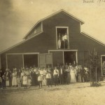 Koreshans gather at the Boomer Barn in 1916.